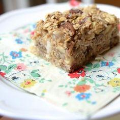Apple crisp oatmeal bars recipe | Thoughtful Fork #breakfast #dessert #snack