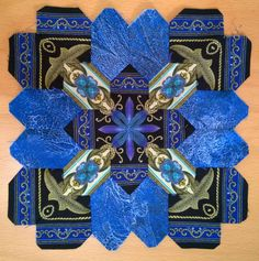 Olga K from Kiev made this Lucy Boston POTC block using border stripe mirror images! Hexagon Quilt, Square Quilt, Paper Piecing Patterns, Quilt Patterns, Patch Quilt, Quilt Blocks, Sampler Quilts, Amish Quilts, Millefiori Quilts