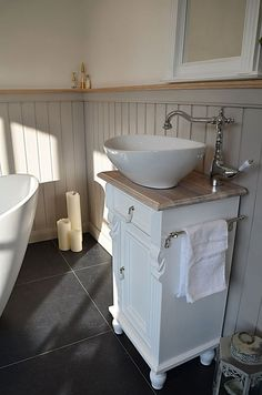 Guest bathroom in a country house style- Gästebad im Landhausstil Country house wash basins small & guest bathroom – country & love bathroom furniture country house - Small Bathroom Renovations, Guest Bathrooms, Small Country Bathrooms, Bathroom Cost, Bathroom Furniture, Bathroom Interior, Entryway Furniture, Entryway Ideas, Wooden Furniture