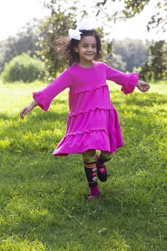 Fall frolicking in pink and brown! #girls #kids www.orientexpressed.com