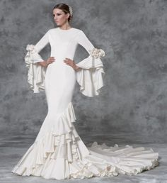 I would love to have this in hemp Flamenco Wedding, Modest Wedding Dresses, Formal Dresses, Wedding Gowns, Bridal Dresses, Spanish Dress, Couture Dresses, Pretty Dresses, Wedding Styles