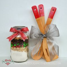 How to make custom color dipped utensils - perfect for holiday gift giving!
