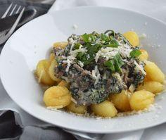 Gebakken gnocchi is een van de lekkerste manieren om gnocchi te eten. Probeer eens dit recept met gebakken gnocchi, spinazie, gehakt & roomkaas