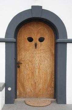 jag gillar This, as far as I can tell, is the original pic of the owl door that went viral. The door is in Copenhagen.This, as far as I can tell, is the original pic of the owl door that went viral. The door is in Copenhagen. The Doors, Windows And Doors, Entry Doors, Attic Doors, Attic Stairs, Garage Doors, Owl Door, Unique Doors, Door Knockers