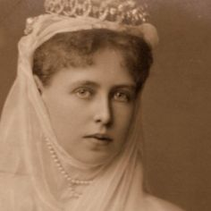 queen marie of romania tiara Queen Victoria, The Crown, Marie Antoinette, Descendants, British Royals, Edinburgh, Queens, Relationships, Royalty