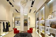 Robert Majkut Design studio designed this beautiful modern interior design for the Moliera 2 boutique for the Valentino and Salvatore Ferra. Boutique Interior Design, Boutique Decor, Boutique Fashion, Boutique Displays, Boutique Ideas, Retail Shelving, Shelving Display, Saloon, Shop House Plans
