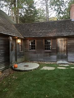 An Old New England Home - Sleeping in The William Haskell House, Gloucester, MA - New England Fine Living New England Cottage, New England Style, New England Homes, New Homes, Grey Houses, Old Houses, Primitive Homes, Primitive Kitchen, Primitive Country