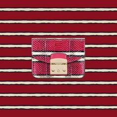 Furla Metropolis Zoe: fashion-forward patterns.  Follow us to discover the new Pre-Fall 2017 collection.   #furlafeeling #furlametropolis #accessories #minibag