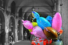 Prometto che ho quasi finito i palloncini !   #colorsplash #hdr #streetphotography #bokeh
