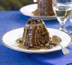 Rum & raisin puddings These individual desserts are deliciously naughty, so make plenty or you might have a fight on your hands when it comes to seconds Raisin Pudding Recipe, Pudding Cake, Figgy Pudding, Rum Cake, Bbc Good Food Recipes, Sweet Recipes, Cake Recipes, Cooking Recipes, Vegan Christmas