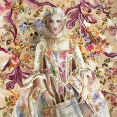 Галерея Fresh look - платки с оригинальным дизайном : Шелковый платок батик Мария Антуанетта С-61