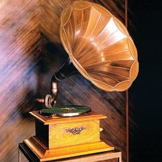 ~ Antique Phonograph ~