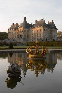 Chateau de Vaux le Vicomte is located just 55 km from Paris, France. I want to rent a car, play some Juliette and Django, and drive the tree-lined roads to the Chateau! Beautiful Castles, Beautiful Buildings, Beautiful Places, Wonderful Places, Oh The Places You'll Go, Places To Travel, Places To Visit, Versailles, Photo Chateau