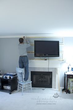 🌟 💖 🌟 💖 This is great tute of sorts on how to hide that ugly cabling for your wall mounted TV. Diy Tv Wall Mount, Best Tv Wall Mount, Wall Mounted Tv, Diy Wall, Hide Tv Cords, Hide Wires, Hiding Cords, Hide Cables, Tv Over Fireplace