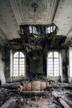 Abandoned buildings, grace in decay. Crumbling Walls by Eva van Oosten - abandoned - Abandoned Buildings, Abandoned Property, Abandoned Castles, Abandoned Mansions, Old Buildings, Abandoned Places, Old Mansions, Mansion Homes, Mansion Interior