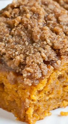 This Pumpkin Spice Crumb Cake is the perfect breakfast for a chilly fall morning. Pumpkin Coffee Cakes, Pumpkin Dessert, Pumpkin Bread, Pumpkin Spice, Pumpkin Crisp, Pumpkin Pie Cupcakes, The Cream, Food Cakes, Cupcake Cakes