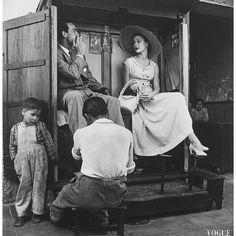 "728 Gostos, 7 Comentários - LAURA (@studio54laura) no Instagram: ""Jean Patchett at a shoe shine stand in Lima for Vogue magazine by Irving Penn 1948 #style #fashion…"""