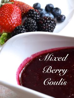 How to Make a Fruit Coulis - Delishably Dessert Sauces, Dessert Recipes, Fruit Recipes, Just Desserts, Delicious Desserts, Keto Desserts, Dressings, Sauce Recipes, Gastronomia
