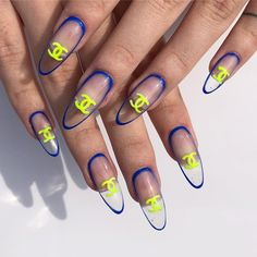 Give fashion to your fingertips with nail art designs. Worn by fashion-forward celebs, these kinds of nail designs can incorporate instant elegance to your wardrobe. Nail Design Stiletto, Nail Design Glitter, Toe Nail Designs, Red Acrylic Nails, Gel Nail Art, Gel Nails, Painted Nail Art, Hand Painted, Fire Nails