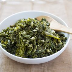 The Best Braised Kale You'll Ever Eat Be good to yourself (and your tastebuds) with our quicker-cooking recipe. By America's Test Kitchen Vegetable Side Dishes, Vegetable Recipes, Veggie Food, Braised Greens, Collard Greens Recipe, Turnip Greens, Brunch, Cooking Recipes, Gastronomia
