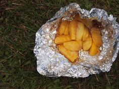 It'S just peeled and chopped apple, sprinkled with brown sugar, and then we threw in a few marshmallows for good measure. seal the mixture camping food Fire Pit Food, Foil Dinners, Healthy Snacks For Adults, Campfire Food, Cast Iron Cooking, Camping Meals, The Ranch, Outdoor Cooking, Food Videos