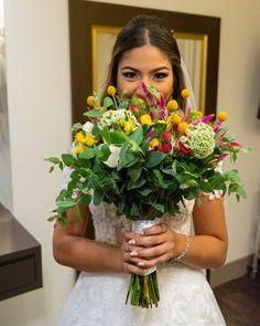 """348 curtidas, 29 comentários - Sítio São Jorge (@sitiosaojorge) no Instagram: """"O buquê e sua noiva! 🤪 📸 @referenciafotografia #sitiosaojorge #realizadoresdesonhos"""" Lace Wedding, Wedding Dresses, Instagram, Fashion, Bouquet Wedding, Engagement, Bride Dresses, Moda, Bridal Gowns"""