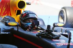 Carrera ganador Max Verstappen, Red Bull Racing RB12 en parc ferme at GP de España - F1 Fotos