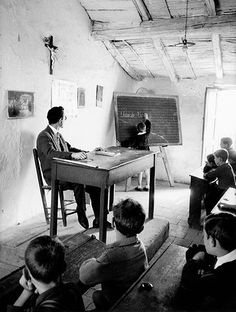 MARIO DE BIASI ,  School in Rocca Imperiale (Calabria), 1954 Antique Photos, Vintage Pictures, Vintage Photographs, Old Pictures, Old Photos, Fotografia Social, Vintage Italy, Vintage School, The Good Old Days