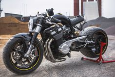 "Ottonero Cafe Racer: ""Think Big"" GSX1400 / DB Design Bikes"
