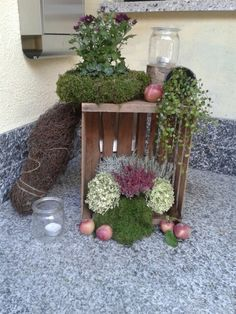 Fall decoration on the doorstep similar great projects and ideas as pictured - DIY Deko Decoration Entree, Diy Crafts To Do, Deco Floral, Porch Decorating, Fall Decor, Autumn Decorations, Garden Decorations, Wall Decorations, Ladder Decor