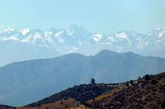 A view of the Andes mountains from Los Vascos winery zoomed in at 20x