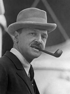 Celebrities famous pipe smokers - William Somerset... | Tobaccopipesshop