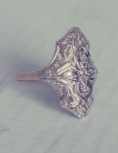 1940's Antique Filigree Diamond Engagement Ring.  Ooooooooooh. Ahhhhhhhhhh....love it.