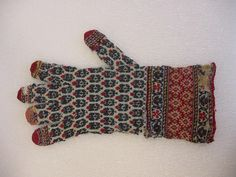 I have been in contact with the Brooklyn Museum, to find out more information about the Gloves previously posted. I heard back from Caitlin McKenna, the Curatorial Assistant for the Islamic collect… Fair Isle Knitting, Hand Knitting, Knitting Patterns, Crochet Patterns, Knit Mittens, Knitted Gloves, Indian Patterns, Purl Stitch, Textiles