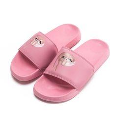 Yllättävä ihastuminen on tapahtunut, olen ihastunut avonaisiin sandaaleihin siis läppösiin. Minä, joka kammoan varpaita!