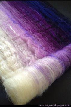 """""""Violet Vixen"""" Gradient Batt by Yarnshine (Merino/Polwarth/Bamboo)… Spinning Wool, Hand Spinning, Spinning Wheels, Crochet Cross, Arm Knitting, Yarn Crafts, Fiber Art, Magic, Etsy"""