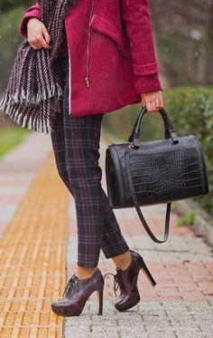 #fashionblogger #style #fashion #marsala #burgundy #coat# fashionista #oasap #cozy #winter #outfit #tartan #look