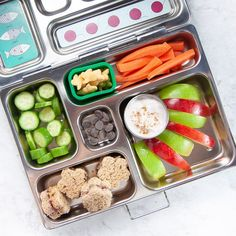 Healthy Spiced Apple Dip - a protein-filled dip that is toddler, kid and adult approved! Made in less than 5 minutes with 4 simple ingredients, this apple dip is great for a quick snack, part of a healthy breakfast, packed in a school lunch or even as a easy dessert. #toddlersnack #kidsnack #healthy #snack Bento Box Lunch For Kids, School Snacks For Kids, Toddler Snacks, Lunch Snacks, Lunch Ideas, School Kids, School Lunches, Healthy Store Bought Snacks, Snack Recipes