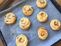 Pudinkoví šneci s rozinkami Doughnut, Cheesecake, Pie, Cupcakes, Baking, Food, Torte, Bread Making, Cake
