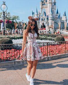 cute outfit for disney world Disneyland Outfits, Disney Outfits, Girl Outfits, Cute Outfits, Cute Disney Pictures, Disney World Pictures, Disneyland Photography, Disney Aesthetic, Disney Style