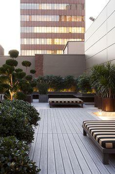 Garden,  terraço,  tijolo rústico e iluminação.  Conjunto perfeito