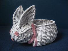 ч Paper Basket Weaving, Straw Weaving, Willow Weaving, Weaving Art, Newspaper Basket, Newspaper Crafts, Diy Paper, Paper Art, Basket Crafts