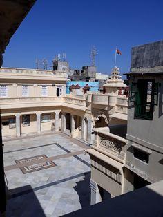 #magiaswiat #podróż #zwiedzanie # indie #blog #azja #zabytki # #swiatynie #shiva #krsna #posagi #slonie #palac #vrindavan Indie, Shiva, Mansions, House Styles, Blog, Home Decor, Decoration Home, Manor Houses, Room Decor
