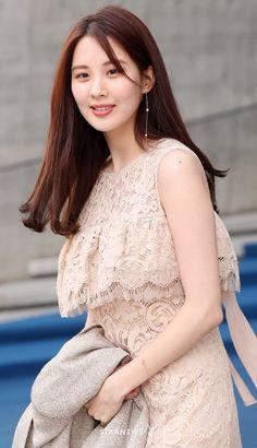 Korean Fashion On The Streets Of Paris Sooyoung, Yoona, Snsd, Girls Generation, South Korean Girls, Korean Girl Groups, Beautiful Girl Photo, Korean Actresses, Korean Outfits