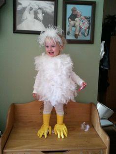 "Chicken costume, love the ""glove"" chicken feet! Carnival Costumes, Baby Costumes, Cool Costumes, Holidays Halloween, Halloween Fun, Mother Daughter Costumes, Little Girl Halloween, Chicken Costumes, Funny Couple Halloween Costumes"