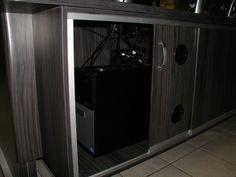 Poste de travail ergonomique multi-moniteurs ajustable en hauteur pour centres d'urgence 911 et société de transport en commun - Compartiments ventilés