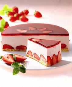 Картинки по запросу муссовый торт с клубникой