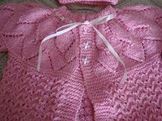 Este é um blog relaxante para quem gosta de trico e croche assim como eu e deseja compartilhar com todos que aqui vierem. Sejam bem vindos, gosto muito de receber visitas e visitar. Baby Knitting Patterns, Knitting For Kids, Knitting Stitches, Baby Patterns, Crochet Patterns, Baby Girl Dresses, Baby Dress, Crochet Butterfly, Knitted Baby Blankets