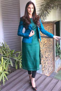Salwar Neck Designs, Churidar Designs, Kurta Neck Design, Sari Blouse Designs, Kurta Designs Women, Girls Frock Design, Sleeves Designs For Dresses, Stylish Blouse Design, Stylish Dresses For Girls