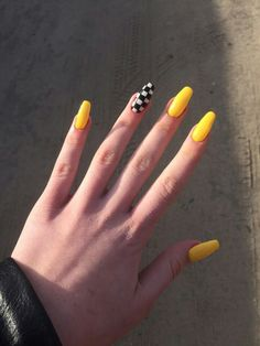 On average, the finger nails grow from 3 to millimeters per month. If it is difficult to change their growth rate, however, it is possible to cheat on their appearance and length through false nails. Simple Acrylic Nails, Summer Acrylic Nails, Best Acrylic Nails, Pastel Nails, Acrylic Nails Yellow, Aycrlic Nails, Swag Nails, Coffin Nails, Stiletto Nails